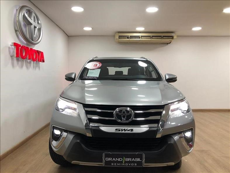 //www.autoline.com.br/carro/toyota/hilux-sw4-28-srx-16v-diesel-4p-automatico-4x4-turbo-int/2020/sao-paulo-sp/13350197