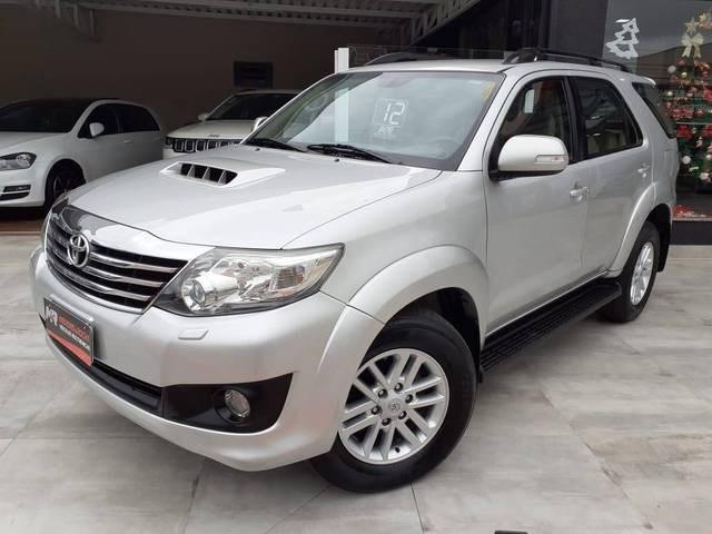 //www.autoline.com.br/carro/toyota/hilux-sw4-30-srv-16v-diesel-4p-automatico-4x4-turbo-int/2012/tubarao-sc/13499633