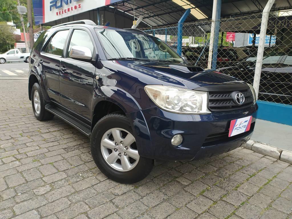 //www.autoline.com.br/carro/toyota/hilux-sw4-30-srv-16v-diesel-4p-automatico-4x4-turbo-int/2011/blumenau-sc/13683410