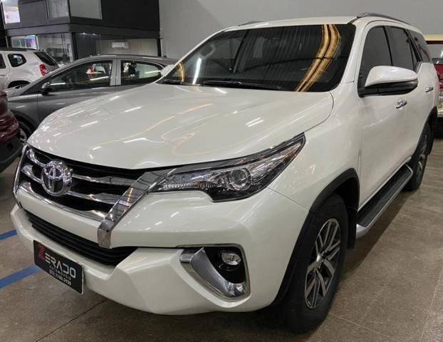 //www.autoline.com.br/carro/toyota/hilux-sw4-28-srx-16v-diesel-4p-automatico-4x4-turbo-int/2018/fortaleza-ce/13691092