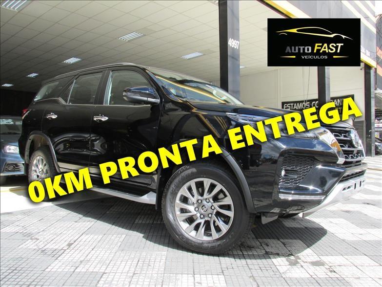 //www.autoline.com.br/carro/toyota/hilux-sw4-28-srx-7l-16v-diesel-4p-4x4-turbo-automatico/2021/osasco-sp/14502922