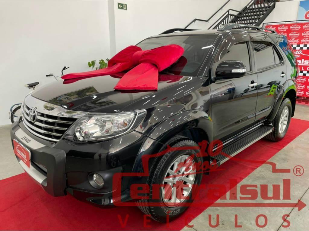 //www.autoline.com.br/carro/toyota/hilux-sw4-27-sr-16v-flex-4p-automatico/2013/sao-mateus-do-sul-pr/14547412
