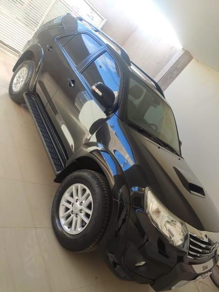 //www.autoline.com.br/carro/toyota/hilux-sw4-30-srv-7l-16v-diesel-4p-4x4-turbo-automatico/2015/brasilia-df/14550972