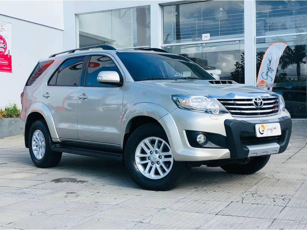 //www.autoline.com.br/carro/toyota/hilux-sw4-30-srv-16v-diesel-4p-4x4-turbo-automatico/2015/rio-grande-rs/14663576