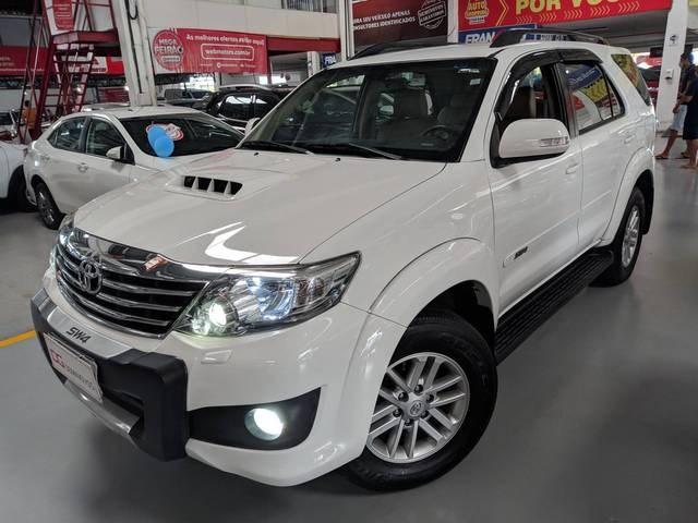 //www.autoline.com.br/carro/toyota/hilux-sw4-30-srv-16v-diesel-4p-4x4-turbo-automatico/2012/salvador-ba/14665774