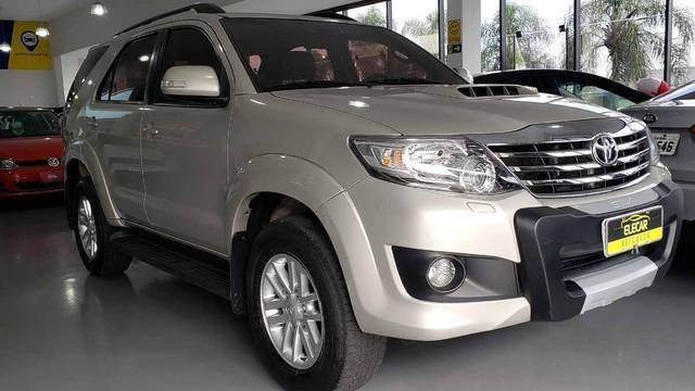 //www.autoline.com.br/carro/toyota/hilux-sw4-30-srv-16v-diesel-4p-4x4-turbo-automatico/2015/telemaco-borba-pr/14828867