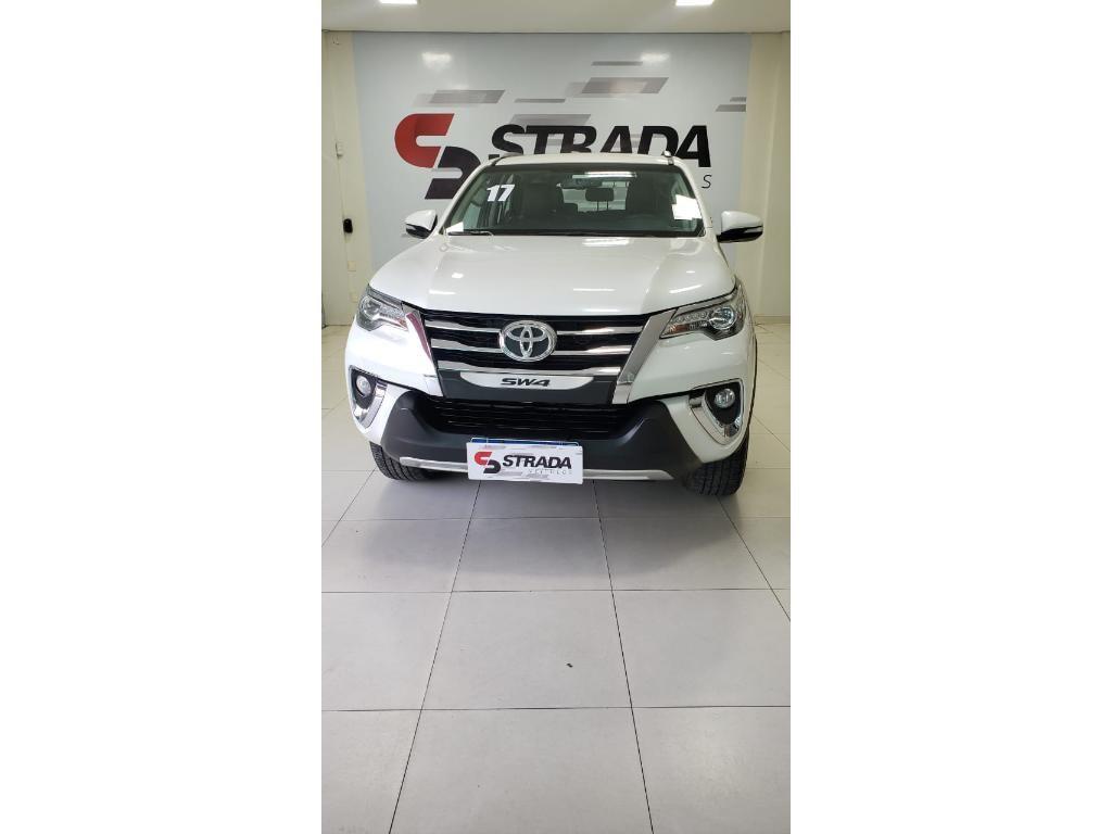 //www.autoline.com.br/carro/toyota/hilux-sw4-28-srx-16v-diesel-4p-4x4-turbo-automatico/2017/mossoro-rn/14829547