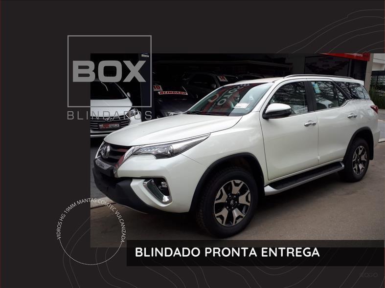 //www.autoline.com.br/carro/toyota/hilux-sw4-28-srx-7l-16v-diesel-4p-4x4-turbo-automatico/2021/sao-paulo-sp/14861910