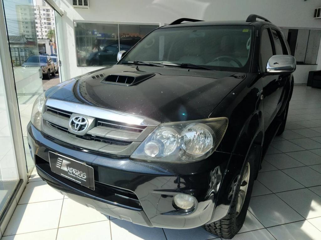 //www.autoline.com.br/carro/toyota/hilux-sw4-30-srv-16v-diesel-4p-4x4-turbo-automatico/2008/uberlandia-mg/14865142