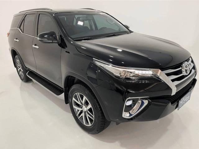 //www.autoline.com.br/carro/toyota/hilux-sw4-28-srx-7l-16v-diesel-4p-4x4-turbo-automatico/2020/belo-horizonte-mg/14868972