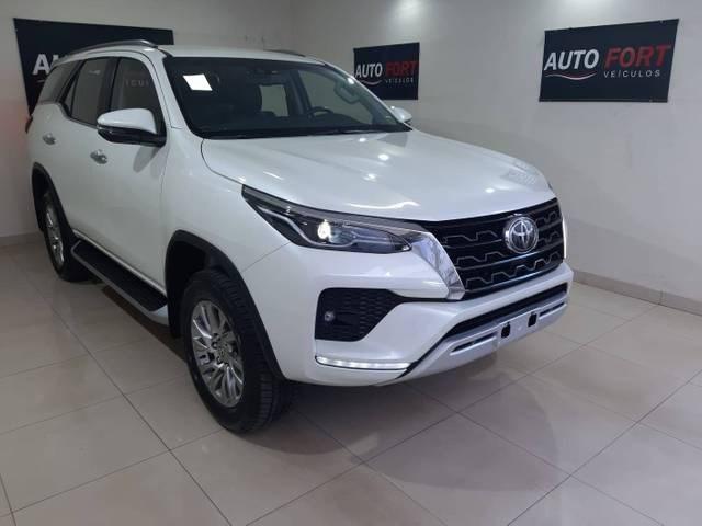 //www.autoline.com.br/carro/toyota/hilux-sw4-28-srx-7l-16v-diesel-4p-4x4-turbo-automatico/2021/brasilia-df/14884583
