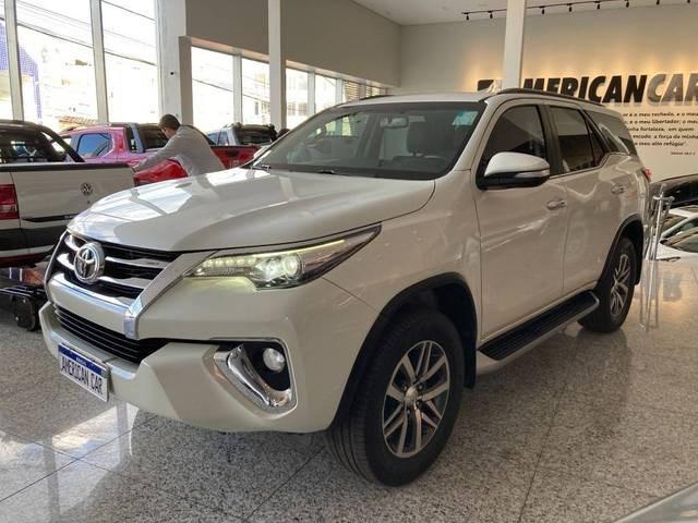 //www.autoline.com.br/carro/toyota/hilux-sw4-28-srx-16v-diesel-4p-4x4-turbo-automatico/2017/patos-de-minas-mg/14885631