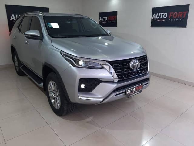 //www.autoline.com.br/carro/toyota/hilux-sw4-28-srx-7l-16v-diesel-4p-4x4-turbo-automatico/2021/brasilia-df/14898962