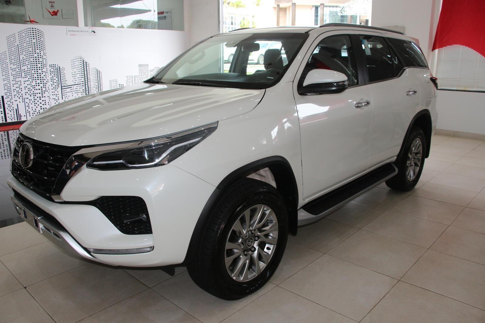 //www.autoline.com.br/carro/toyota/hilux-sw4-28-srx-16v-diesel-4p-4x4-turbo-automatico/2021/brasilia-df/14908760