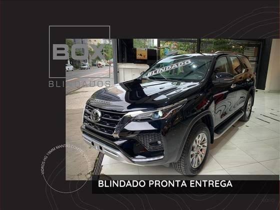 //www.autoline.com.br/carro/toyota/hilux-sw4-28-srx-7l-16v-diesel-4p-4x4-turbo-automatico/2021/sao-paulo-sp/14916098