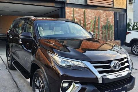 //www.autoline.com.br/carro/toyota/hilux-sw4-28-srx-7l-diamond-16v-diesel-4p-4x4-turbo-aut/2019/campina-grande-pb/14959438
