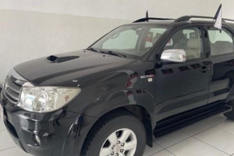 //www.autoline.com.br/carro/toyota/hilux-sw4-30-srv-16v-diesel-4p-4x4-turbo-automatico/2011/campina-grande-pb/15000233