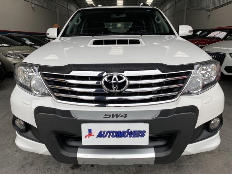 //www.autoline.com.br/carro/toyota/hilux-sw4-30-srv-16v-diesel-4p-4x4-turbo-automatico/2015/curitiba-pr/15184394