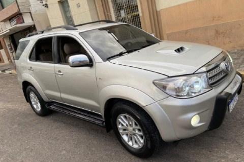 //www.autoline.com.br/carro/toyota/hilux-sw4-30-srv-16v-diesel-4p-4x4-turbo-manual/2009/apodi-rn/15247947