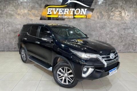 //www.autoline.com.br/carro/toyota/hilux-sw4-28-srx-7l-16v-diesel-4p-4x4-turbo-automatico/2017/cuiaba-mt/15281179