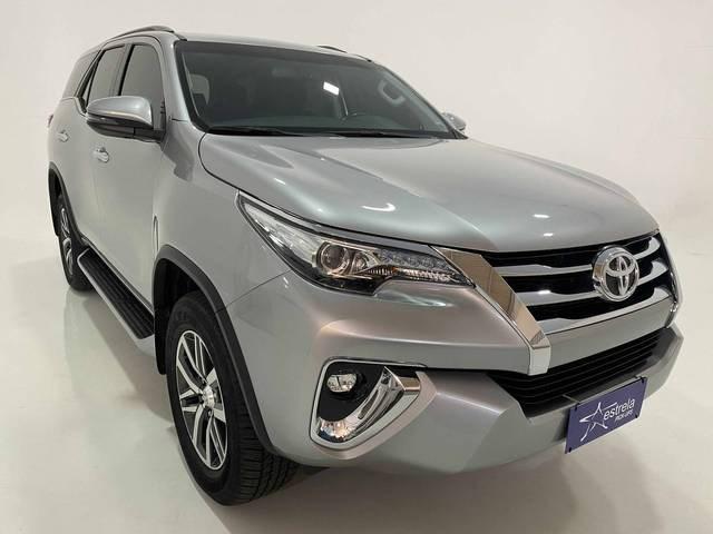 //www.autoline.com.br/carro/toyota/hilux-sw4-28-srx-16v-diesel-4p-4x4-turbo-automatico/2020/belo-horizonte-mg/15464548