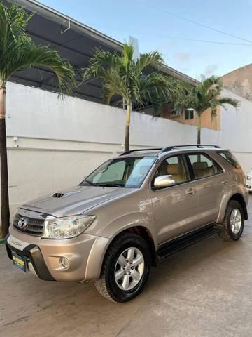 //www.autoline.com.br/carro/toyota/hilux-sw4-30-srv-16v-diesel-4p-4x4-turbo-automatico/2009/maracanau-ce/15515822