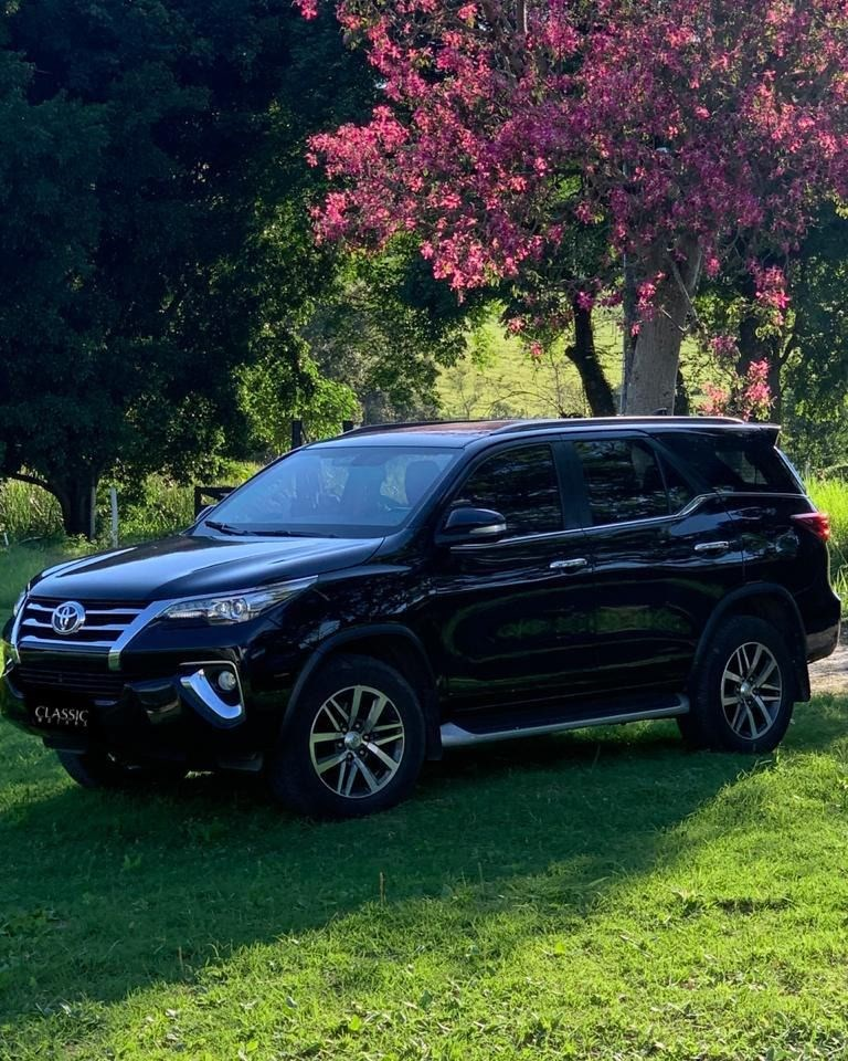 //www.autoline.com.br/carro/toyota/hilux-sw4-28-srx-16v-diesel-4p-4x4-turbo-automatico/2017/ribeirao-preto-sp/15550984