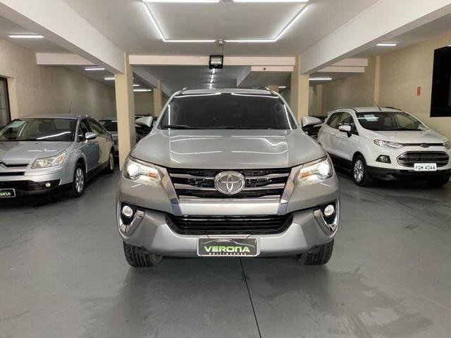 //www.autoline.com.br/carro/toyota/hilux-sw4-28-srx-16v-diesel-4p-4x4-turbo-automatico/2017/jundiai-sp/15568432