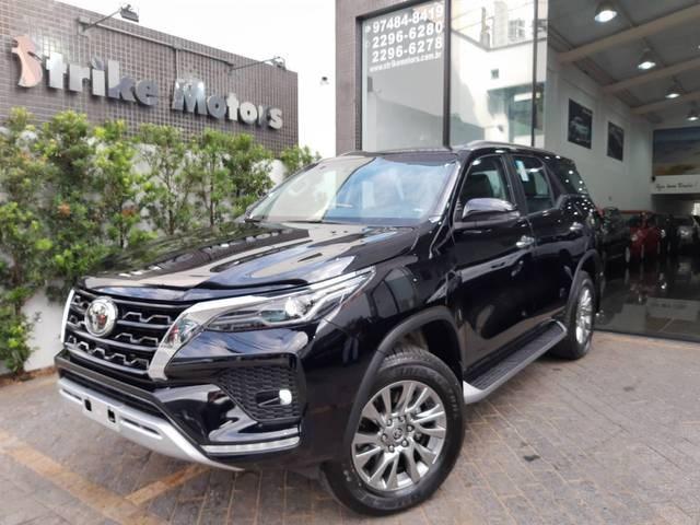 //www.autoline.com.br/carro/toyota/hilux-sw4-28-srx-16v-diesel-4p-4x4-turbo-automatico/2021/sao-paulo-sp/15631101
