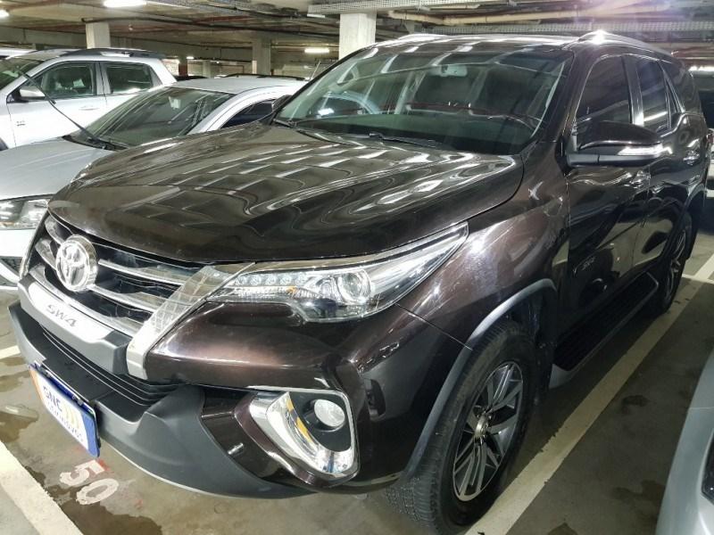 //www.autoline.com.br/carro/toyota/hilux-sw4-28-srx-16v-diesel-4p-4x4-turbo-automatico/2017/salvador-ba/15711247