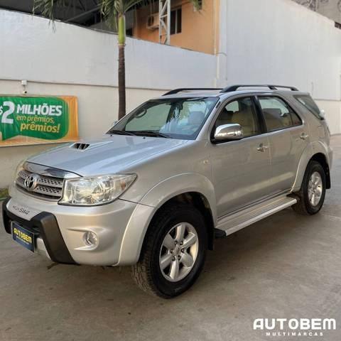 //www.autoline.com.br/carro/toyota/hilux-sw4-30-srv-16v-diesel-4p-4x4-turbo-automatico/2009/maracanau-ce/15714765