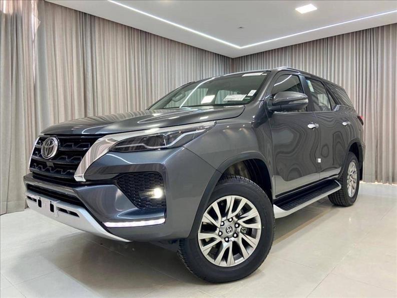 //www.autoline.com.br/carro/toyota/hilux-sw4-28-srx-16v-diesel-4p-4x4-turbo-automatico/2021/sao-paulo-sp/15772888