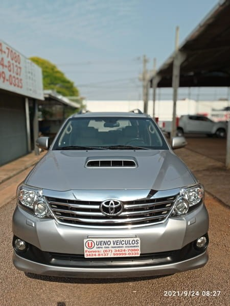 //www.autoline.com.br/carro/toyota/hilux-sw4-30-srv-16v-diesel-4p-4x4-turbo-automatico/2015/dourados-ms/15785481
