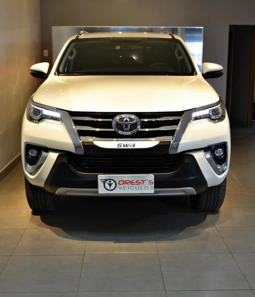 //www.autoline.com.br/carro/toyota/hilux-sw4-28-srx-7l-16v-diesel-4p-4x4-turbo-automatico/2020/brasilia-df/15791783
