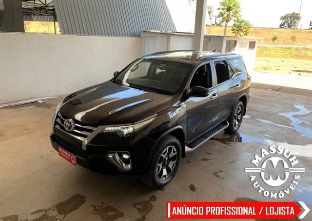 //www.autoline.com.br/carro/toyota/hilux-sw4-28-srx-7l-16v-diesel-4p-4x4-turbo-automatico/2019/brasilia-df/15799404