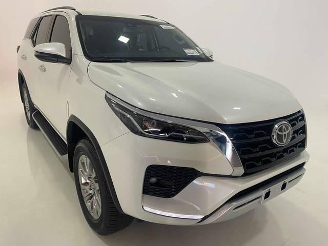 //www.autoline.com.br/carro/toyota/hilux-sw4-28-srx-7l-16v-diesel-4p-4x4-turbo-automatico/2021/belo-horizonte-mg/15808630