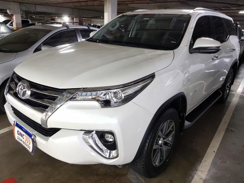 //www.autoline.com.br/carro/toyota/hilux-sw4-28-srx-16v-diesel-4p-4x4-turbo-automatico/2019/salvador-ba/15814546