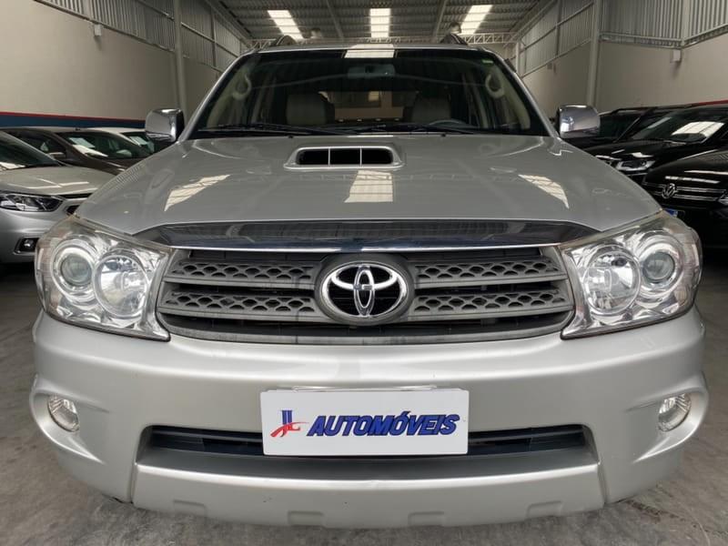 //www.autoline.com.br/carro/toyota/hilux-sw4-30-srv-16v-diesel-4p-4x4-turbo-automatico/2011/curitiba-pr/15818400