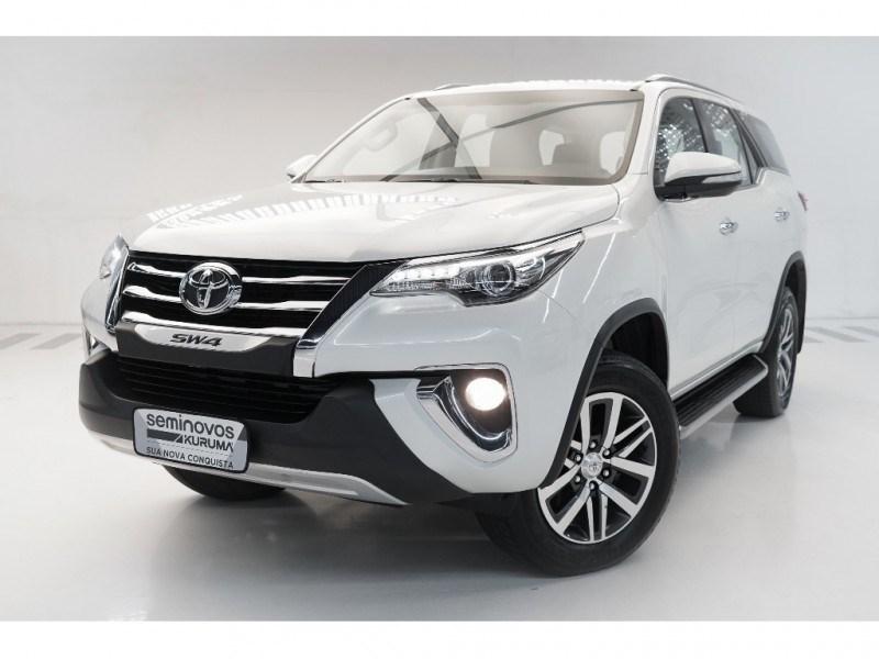 //www.autoline.com.br/carro/toyota/hilux-sw4-28-srx-16v-diesel-4p-4x4-turbo-automatico/2017/vitoria-es/15856297