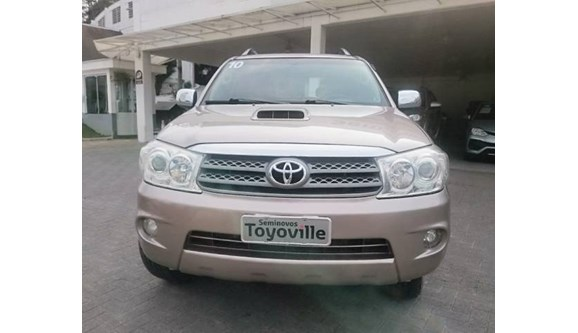 //www.autoline.com.br/carro/toyota/hilux-sw4-30-srv-16v-diesel-4p-automatico-4x4-turbo-int/2010/joinville-sc/6894584