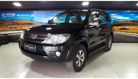 //www.autoline.com.br/carro/toyota/hilux-sw4-30-srv-16v-diesel-4p-automatico-4x4-turbo/2006/brasilia-df/6994927