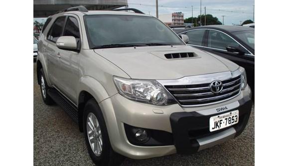 //www.autoline.com.br/carro/toyota/hilux-sw4-30-srv-16v-diesel-4p-automatico-4x4-turbo-int/2012/brasilia-df/8049577
