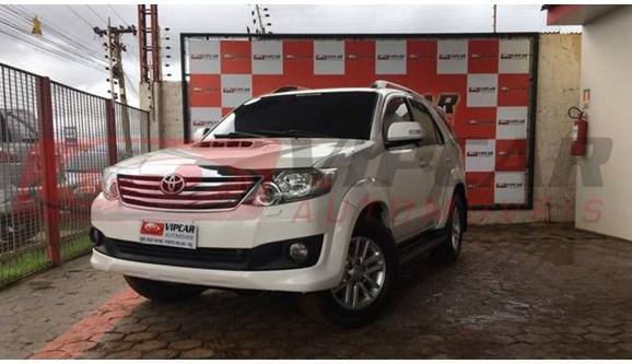 //www.autoline.com.br/carro/toyota/hilux-sw4-30-srv-16v-diesel-4p-automatico-4x4-turbo-int/2013/porto-velho-ro/8053975