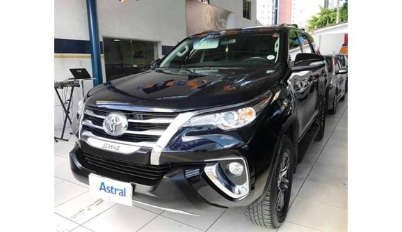 //www.autoline.com.br/carro/toyota/hilux-sw4-27-sr-16v-flex-4p-automatico/2017/recife-pe/8189995