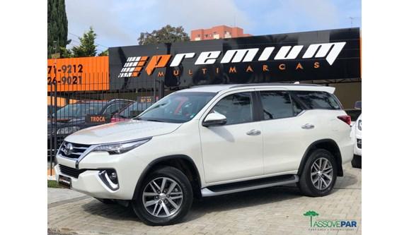 //www.autoline.com.br/carro/toyota/hilux-sw4-28-srx-16v-diesel-4p-automatico-4x4/2018/curitiba-pr/8392426