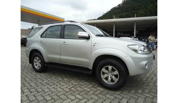 //www.autoline.com.br/carro/toyota/hilux-sw4-30-srv-4x4-mt-turbo-ic-16v-163cv-4p-diesel-ma/2006/juiz-de-fora-mg/8665597