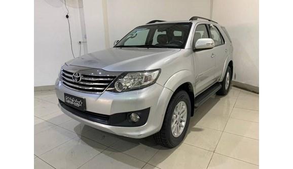 //www.autoline.com.br/carro/toyota/hilux-sw4-27-sr-16v-flex-4p-automatico/2012/sao-paulo-sp/9221866