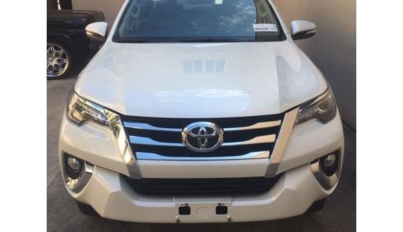 //www.autoline.com.br/carro/toyota/hilux-sw4-28-srx-16v-diesel-4p-automatico-4x4-turbo-int/2020/sao-paulo-sp/9629223
