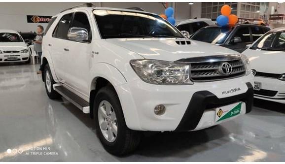 //www.autoline.com.br/carro/toyota/hilux-sw4-30-srv-16v-diesel-4p-automatico-4x4-turbo-int/2011/varzea-grande-mt/9672835