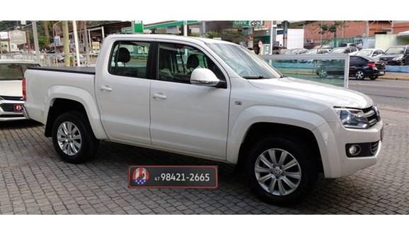 //www.autoline.com.br/carro/volkswagen/amarok-20-highline-16v-diesel-4p-automatico-4x4-turb/2013/joinville-sc/8329852